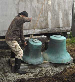 Volunteer Valery Kolosov helps to steady a large Belkofski bell. Credit: Fr. Andrei Tepper.
